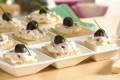 Crostini con olive e fontina